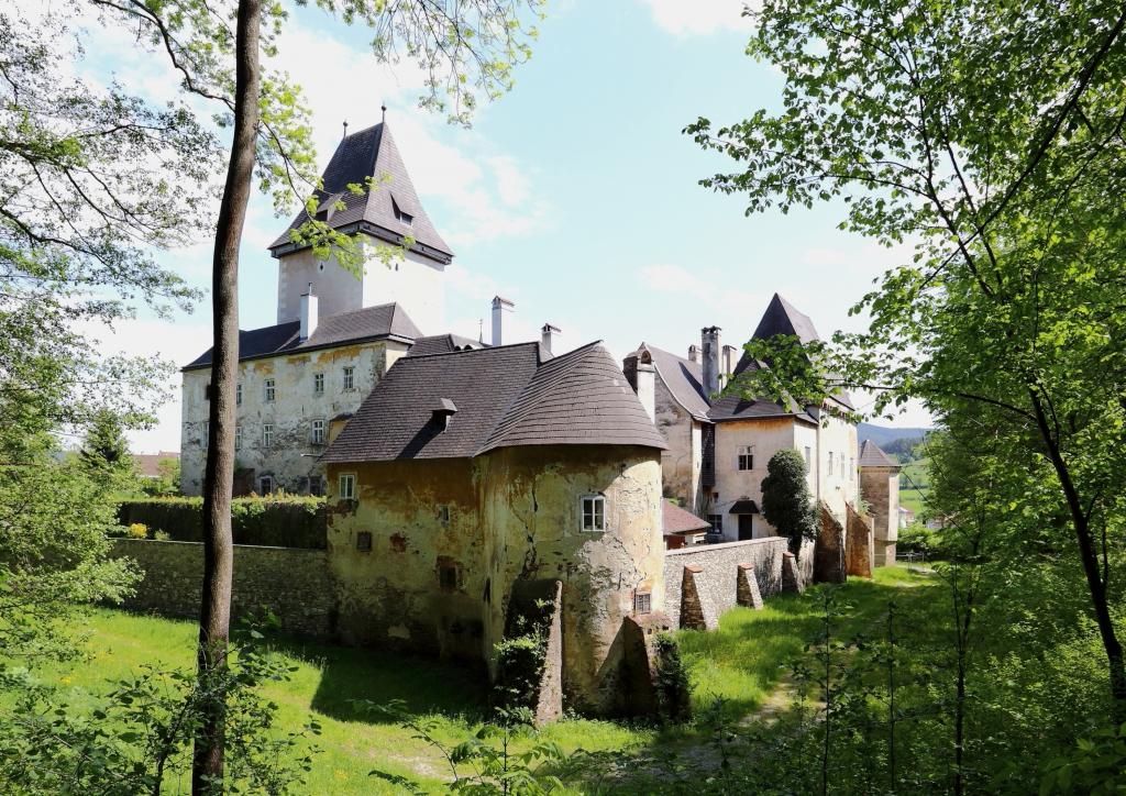 """""""Pöggstall - Schloss"""" von Bwag - Eigenes Werk. Lizenziert unter CC BY 3.0 über Wikimedia Commons."""